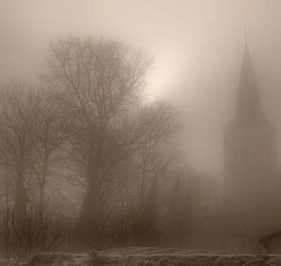 Village-dans-le-brouillard